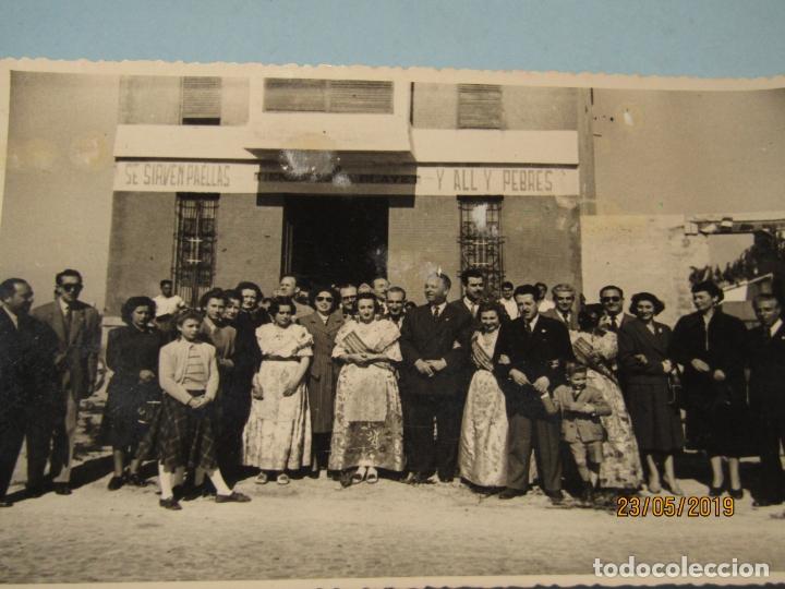 Fotografía antigua: Antigua Fotografía de FINEZAS Fallas de Valencia *SÓ QUÉLO* Comida en el Perelló - 18 de Marzo 1949 - Foto 3 - 165653946