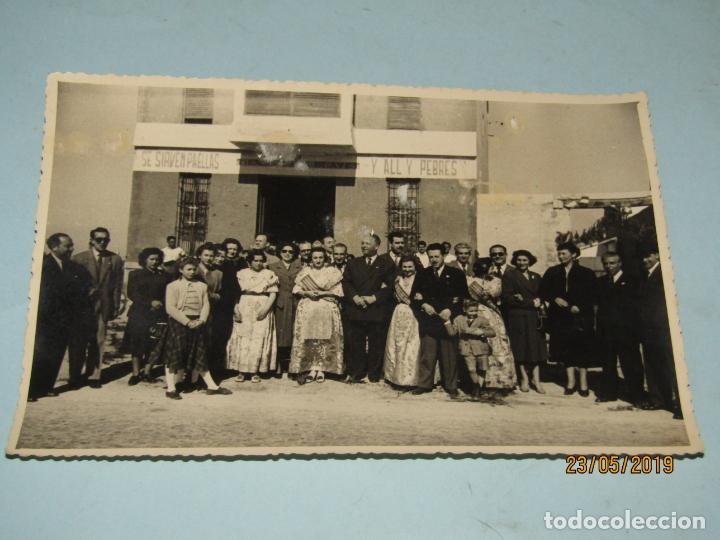 ANTIGUA FOTOGRAFÍA DE FINEZAS FALLAS DE VALENCIA *SÓ QUÉLO* COMIDA EN EL PERELLÓ - 18 DE MARZO 1949 (Fotografía Antigua - Ambrotipos, Daguerrotipos y Ferrotipos)