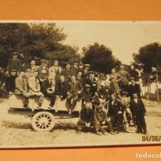 Fotografía antigua: ANTIGUA FOTOGRAFÍA EN BLANCO Y NEGRO EXCURSIÓN EN CAMIONETA CAMPO DE VALENCIA - AÑO 1920-30S.. Lote 167057768