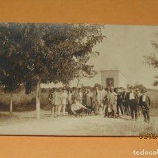 Fotografía antigua: ANTIGUA FOTOGRAFÍA EN BLANCO Y NEGRO - AMIGOS EN CAMPO DE VALENCIA - AÑO 1920S.. Lote 167059000
