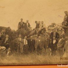 Fotografía antigua: ANTIGUA FOTOGRAFÍA DE JOSÉ GARAÑÁN EN BLANCO Y NEGRO - AMIGOS EN CAMPO DE VALENCIA - AÑO 1920S.. Lote 167059148