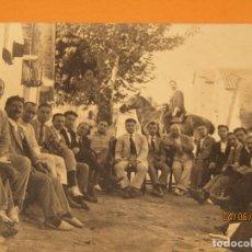 Fotografía antigua: ANTIGUA FOTOGRAFÍA EN BLANCO Y NEGRO - CALLE EN PUEBLO DE VALENCIA - AÑO 1920S.. Lote 167059500