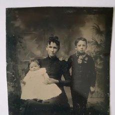 Fotografía antigua: FERROTIPO FAMILIA AMERICANA 1870-1880 USA 9 X 6 CM. Lote 167497936