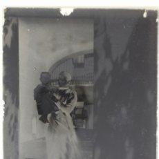 Fotografía antigua: ANTIGUO NEGATIVOS EN VIDRIO- MUJER CON NIÑO- S XIX- 18 CM X 13 CM. Lote 178032842