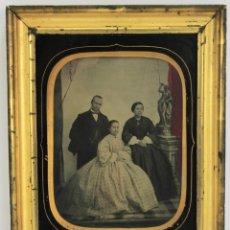 Fotografía antigua: AMBROTIPO ESPAÑOL .HACIA 1856 !!! MARCO DORADO Y PASPARTÚ DE CRISTAL,PLACA GRANDE 21 X 15,. Lote 180513523