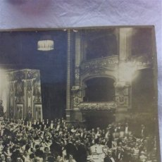 Fotografía antigua: ANTIGUA FOTOGRAFIA GRAN FORMATO CELEBRACIÓN EVENTO EN TEATRO.FOTOG FEDERICO FERNADEZ.BARCELONA.. Lote 182399150