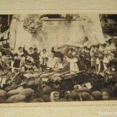 Fotografía antigua: ANTIGUA FOTOGRAFÍA ACTO DE MOROS Y CRISTIANOS EN BOCAIRENTE - AÑO 1900-1920S.. Lote 184084773
