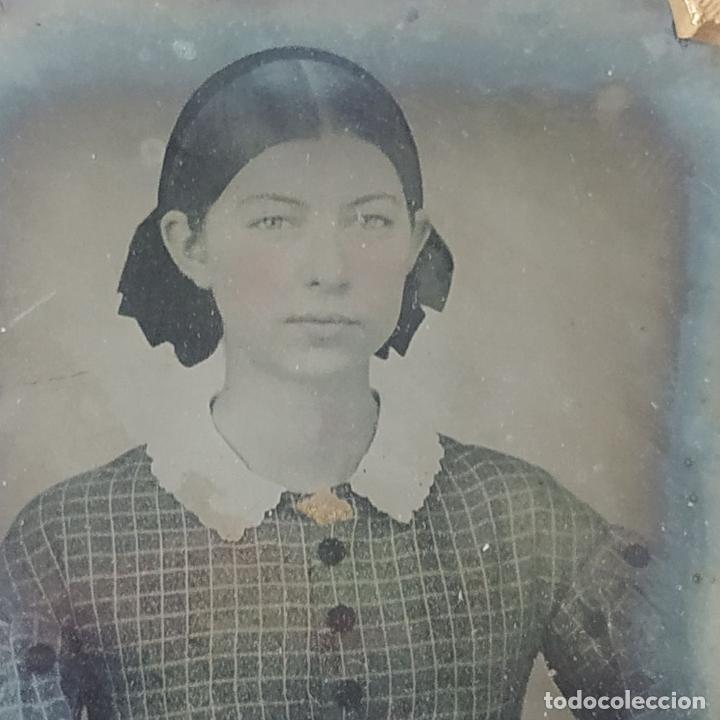 Fotografía antigua: RETRATO DE DAMA. DAGUERROTIPO. ENMARCADO EN METAL DORADO Y CUERO REPUJADO. ESPAÑA. XIX - Foto 3 - 184543618