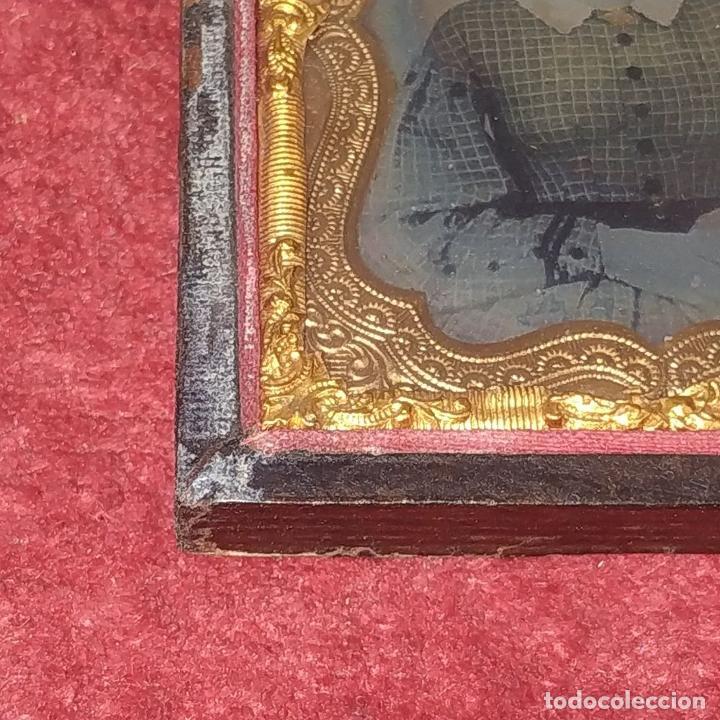 Fotografía antigua: RETRATO DE DAMA. DAGUERROTIPO. ENMARCADO EN METAL DORADO Y CUERO REPUJADO. ESPAÑA. XIX - Foto 6 - 184543618