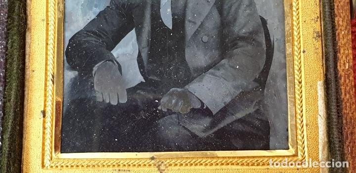 Fotografía antigua: FOTOGRAFÍA DE CABALLERO. AMBROTIPO SOBRE CRISTAL. GEORGE RUFF. SIGLO XIX. - Foto 7 - 184689070