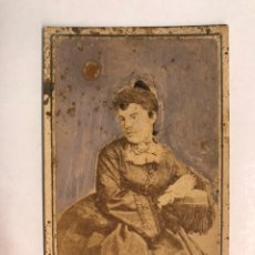 Fotografía antigua: DAGUERROTIPO. FOTOGRAFÍA ANTIGUA. ELEGANTE DAMA, SOPORTE CARTÓN (FIN SIGLO XIX). Lote 184902128