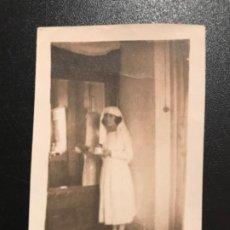Fotografía antigua: FOTOGRAFIA ANTIGUA ENFERMERA FOTO 1924 UNIFORME ENFERMERA COFIA 7,2X 5 CM. Lote 187110737