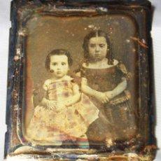 Fotografía antigua: DAGUERROTIPO EN 6º DE PLACA. RETRATO DOBLE DOS NIÑAS. DÉCADA DE 1850. 8,3 X 7 CM. . Lote 188747847