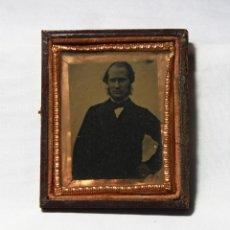Fotografía antigua: RETRATO DE CABALLERO. AMBROTIPO EN 8º DE PLACA (6,4 X 50 CM) HACIA 1860.. Lote 188748831