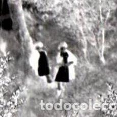 Fotografía antigua: FOTOGRAFIA,NEGATIVO-PLACA CRISTAL,SIGLO XIX MUJERES VIENDO SERES EXTRAÑOS COMO HADAS PARAPSICOLOGIA?. Lote 189885342
