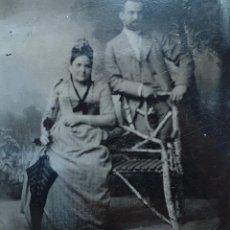 Fotografía antigua: FERROTIPO AMERICANO MUJER CON PARASOL - ALREDEDOR DE 1880 - 7 X 9 CM. Lote 190528231