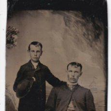 Fotografía antigua: FERROTIPO AMERICANO 1880-1889 PAREJA CON SOMBREROS. Lote 190995962