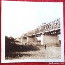 Fotografía antigua: FOTO LORA DEL RIO SEVILLA PUENTE SOBRE EL GUADALQUIVIR NOVIEMBRE 1929. Lote 191113492