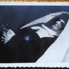 Fotografía antigua: FOTO POST MORTEM DE UNA MONJA DE LA CONGREGACIÓN DE LAS ESCLAVAS DEL SAGRADO CORAZÓN.. Lote 191617788