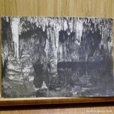 Fotografía antigua: ANTIGUA FOTOGRAFÍA DE LAS CUEVAS DEL DRACH (MALLORCA).SALA DEL LAGO MARTELL.. Lote 194147460