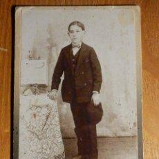 Fotografía antigua: ANTIGUA FOTOGRAFÍA SOBRE CARTÓN RÍGIDO - LOS ITALIANOS - VAZQUEZ LÓPEZ, 13 - HUELVA - 8,5 X 13,5 CM. Lote 195346070