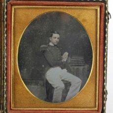 Fotografía antigua: DAGUERREOTIPO DE MILITAR - TAMAÑO 8,5 X 9,5 CM.. Lote 196742651
