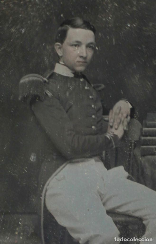 Fotografía antigua: DAGUERREOTIPO DE MILITAR - Tamaño 8,5 X 9,5 cm. - Foto 2 - 196742651