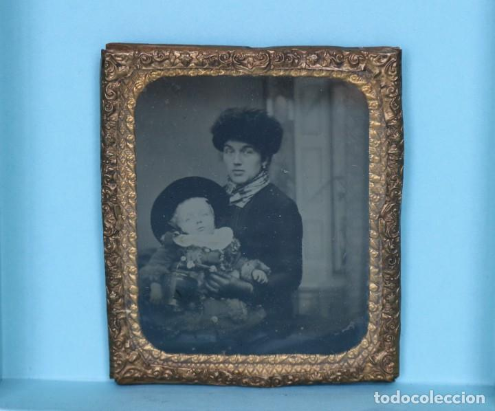 DAGUERROTIPO HERMOSO UNA MADRE CONSU NIÑO. DAGUERREOTYPE OF A MOTHER WITH HER CHILD. (Fotografía Antigua - Ambrotipos, Daguerrotipos y Ferrotipos)