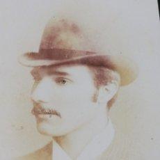Fotografía antigua: FOTOGRAFÍA ANTIGUA CABALLERO CON BIGOTE Y SOMBRERO. Lote 211585797