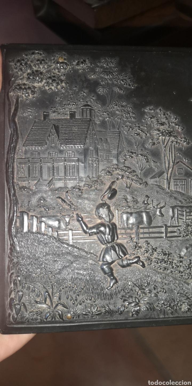 Fotografía antigua: Fotografía de su majestad Alfonso 13 con marco en latón y en baquelita toda tallada - Foto 6 - 211945473