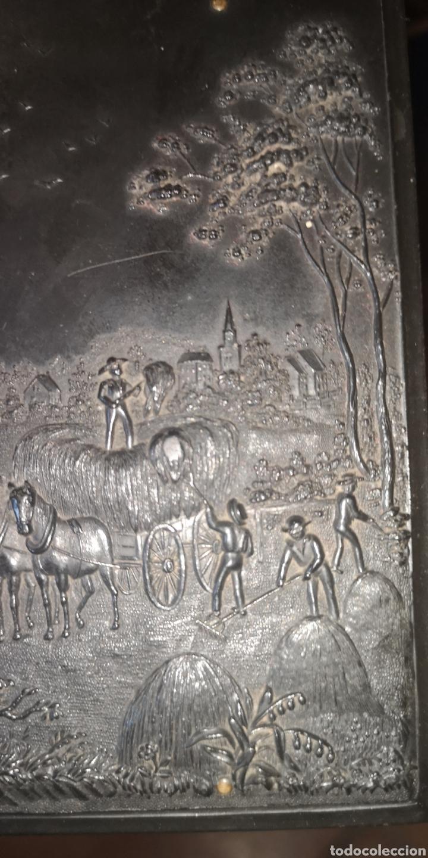 Fotografía antigua: Fotografía de su majestad Alfonso 13 con marco en latón y en baquelita toda tallada - Foto 7 - 211945473