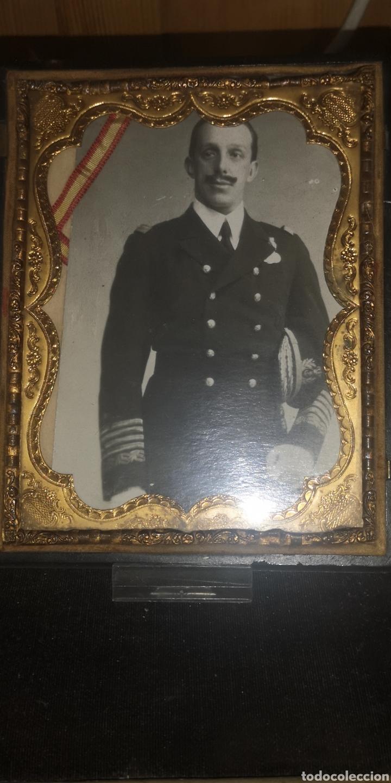 Fotografía antigua: Fotografía de su majestad Alfonso 13 con marco en latón y en baquelita toda tallada - Foto 10 - 211945473