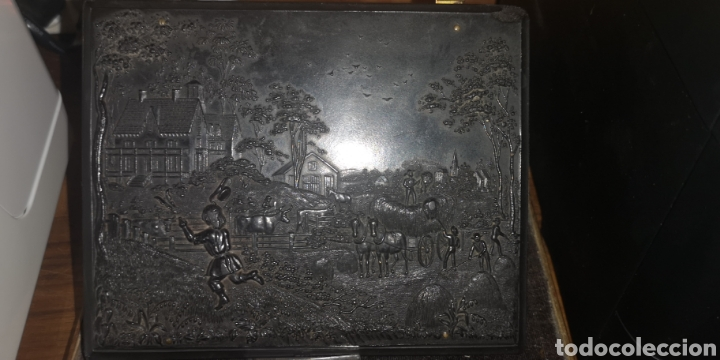 Fotografía antigua: Fotografía de su majestad Alfonso 13 con marco en latón y en baquelita toda tallada - Foto 11 - 211945473