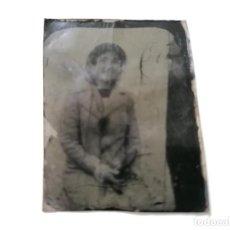 Fotografía antigua: PEQUEÑO DAGUERROTIPO, JOVEN POSANDO SENTADA, IMPRESA SOBRE PLACA DE COBRE, MEDIDAS 3,5 X 4,5 CM. Lote 214266051