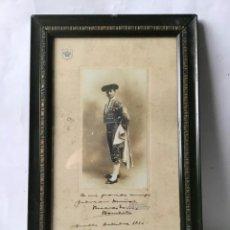Fotografía antigua: FOTOGRAFIA ANTIGUA DEDICADA Y FIRMADA , TORERO RICARDO TORRES ROMERITO 1910 , ORIGINAL. Lote 215290667