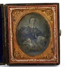 Fotografía antigua: DAGUERREOTIPO RETRATO FEMENINO, 1850'S. PROCEDENCIA BARCELONA CIUDAD, ESTUCHE 8,2 X 9,2 CM.. Lote 217228353