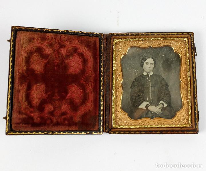 DAGUERREOTIPO DE JOVEN, CA.1850. ESTUCHE: 8,3X9,5 CM. (Fotografía Antigua - Ambrotipos, Daguerrotipos y Ferrotipos)