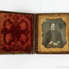 Fotografía antigua: DAGUERREOTIPO DE JOVEN, CA.1850. ESTUCHE: 8,3X9,5 CM.. Lote 217924106
