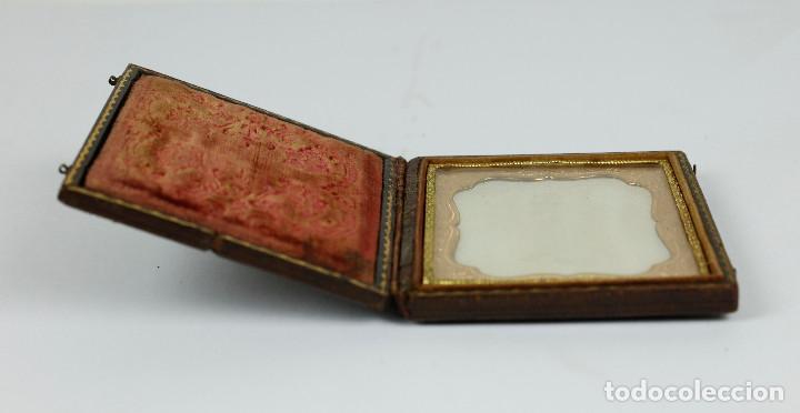 Fotografía antigua: DAGUERREOTIPO DE JOVEN, ca.1850. Estuche: 8,3x9,5 cm. - Foto 9 - 217924106