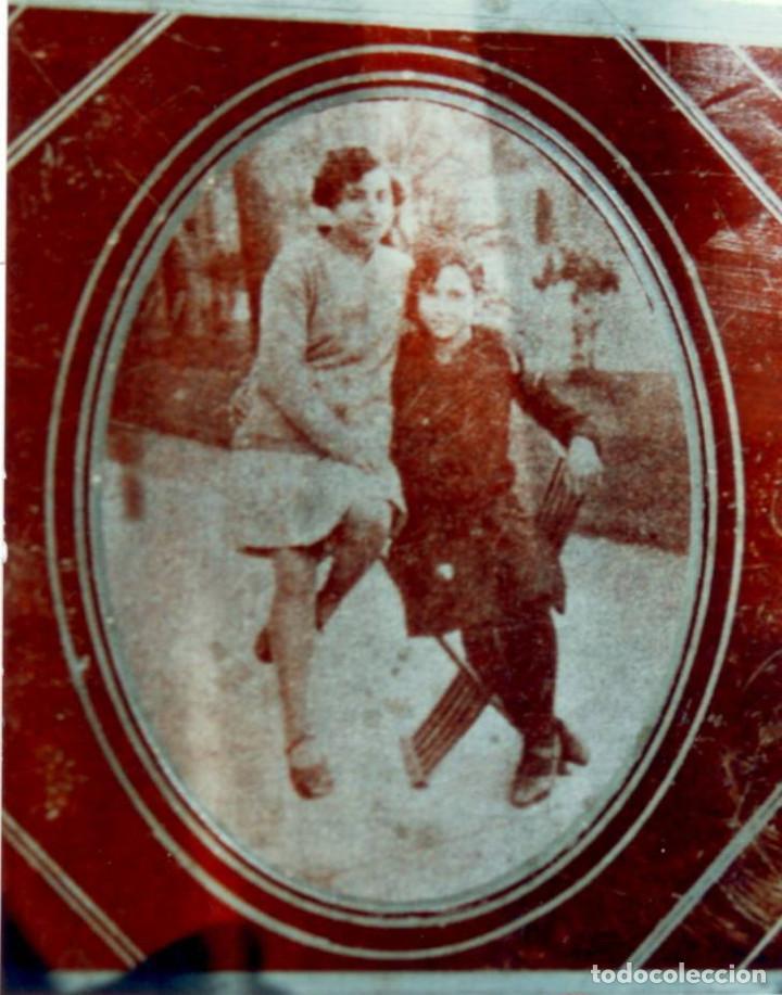 FOTOGRAFÍA SOBRE PLACA METÁLICA, POSIBLEMENTE DE ZINC. AÑOS 30. DIMENSIONES: 9 CM. X 10 CM. (Fotografía Antigua - Ambrotipos, Daguerrotipos y Ferrotipos)