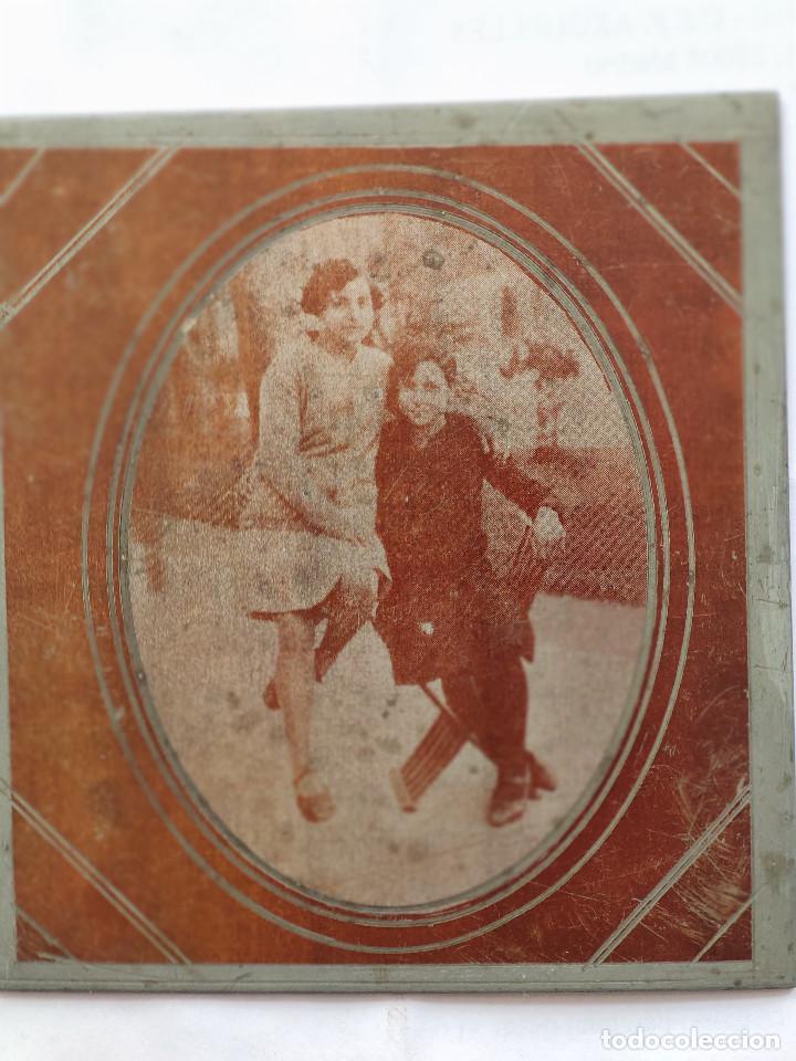 Fotografía antigua: Fotografía sobre placa metálica, posiblemente de zinc. Años 30. Dimensiones: 9 cm. x 10 cm. - Foto 2 - 219114885