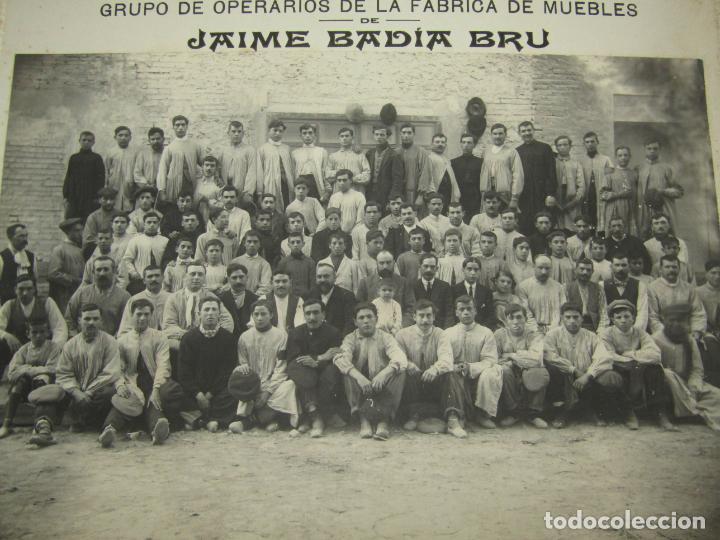 Fotografía antigua: Antigua Fotografía de Gran Tamaño Grupo de Operarios Fábrica de Muebles de JAIME BADIA BRU - 1920s. - Foto 3 - 219703378