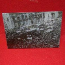 Fotografía antigua: ANTIGUA FOTOGRAFIA ,MANIFESTACION AL CAUDILLO EN VALENCIA ,CLICHE METALICO IMPRENTA. Lote 245761155