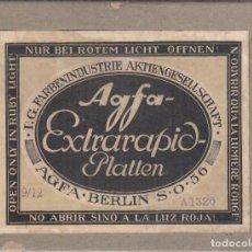 Fotografía antigua: CAJA AGFA EXTRARAPID PLATTEN. CON 12 AMBRIOTIPOS. AGFA BERLIN S .O. 36. Lote 249487805