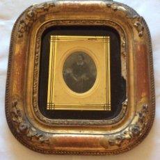 Fotografia antiga: DAGUERROTIPO O FOTOGRAFÍA ILUMINADA A MANO, MARCO ËPOCA,AÑO 1863-MEDIDA 23X21 CM. Lote 276295978