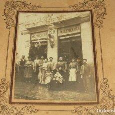 Fotografía antigua: ANTIGUA FOTOGRAFÍA DE LA ALPARGATERIA VALENCIANA CON ZAPATO GIGANTE EN LA FACHADA - AÑO 1920-30S.. Lote 277471913