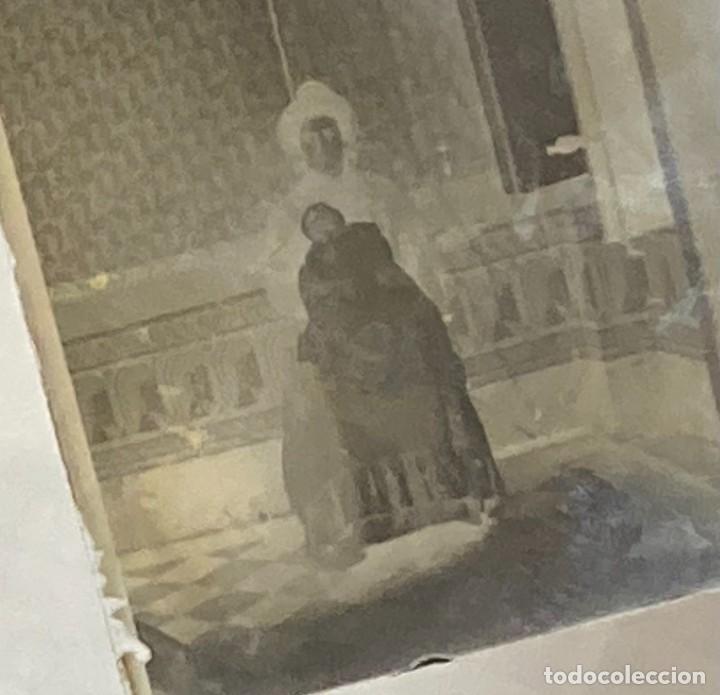 Fotografía antigua: SIGLO XIX - FOTOGRAFÍA POST MORTEM DE MUJER CON NIÑO MUERTO EN CRISTAL - FAMILIA ESPAÑOLA SIN DATOS - Foto 2 - 287452603