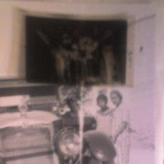 Fotografía antigua: FOTOGRAFIA DE ALICANTE AUTOMOVIL CON ALICANTINAS- CLICHÉ ORIGINAL. Lote 11189532