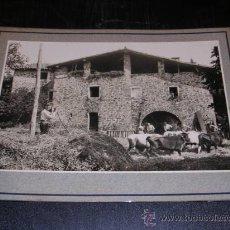 Fotografía antigua: BEGUDA,1918,LA GARROTXA,MASIA MONTROS,TRILLANDO,TAMPON ARXIU MAS,25X20 CM VER FOTOS,. Lote 14184952