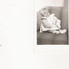 Fotografía antigua: BEBE - 8.7 X 5.9 CM. Lote 18989756